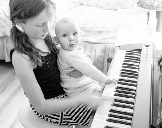 婴儿弹电子琴