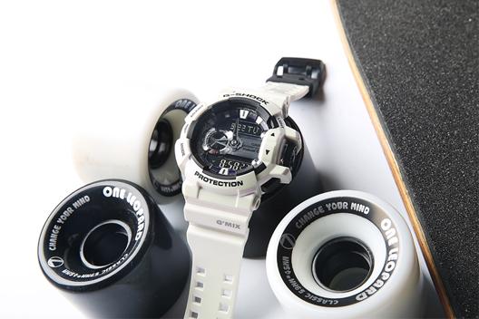 白色运动手表
