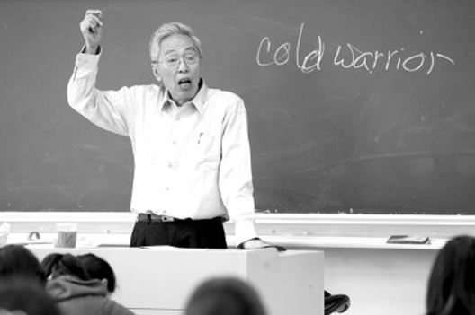 陆谷孙先生讲课