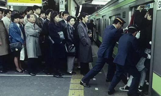 卡西欧-搭地铁