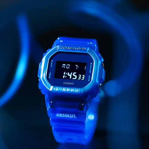 卡西欧手表 G-SHOCK  G-SHOCK X ABSOLUT绝对®伏特加联名款 透明表款 防水防震运动男表DW-5600SB