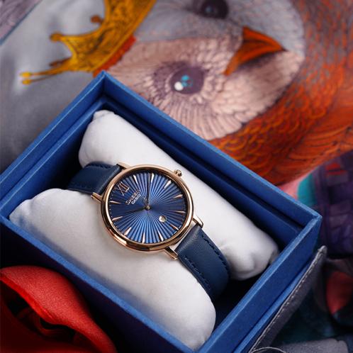 卡西欧手表 SHEEN  简约设计 人造蓝宝石玻璃镜面 搭配全球知名设计师吴盈的个人品牌PIG CHICKEN&COW合作的丝巾 防水优雅女表SHE-4534PGL